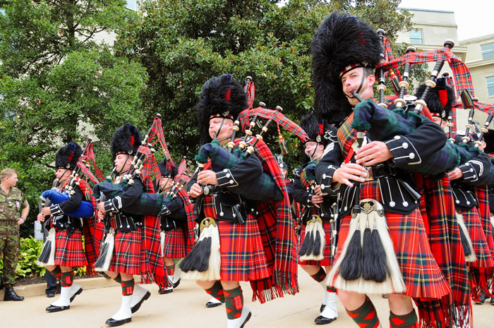 US_Army_51777_Pipes_and_Drums_2